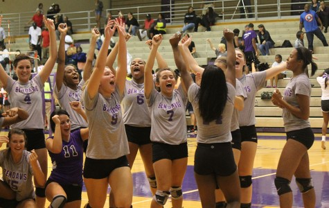 Gallery: Volleyball team beats Pike