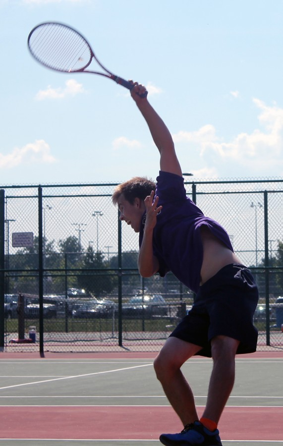 Junior+Ian+Dieters+serves+during+a+recent+match.+The+Giants+are+5-2+and+host+Plainfield+on+Tuesday.+