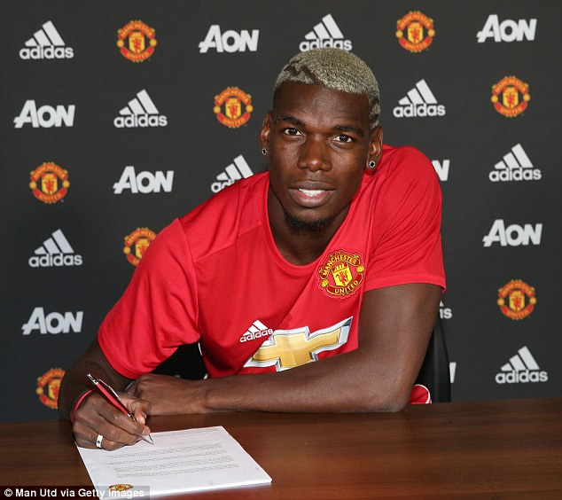Pogba signs the contract to bring him back to Manchester