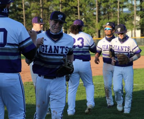 Giants complete sweep of Pike